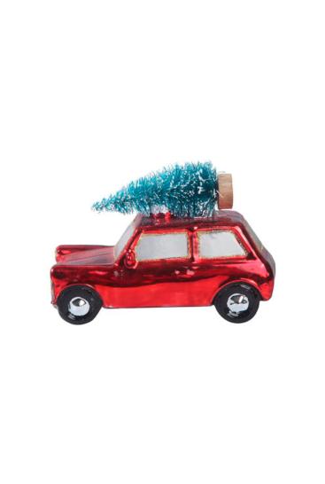 Bil-med-juletrae-paa-tag
