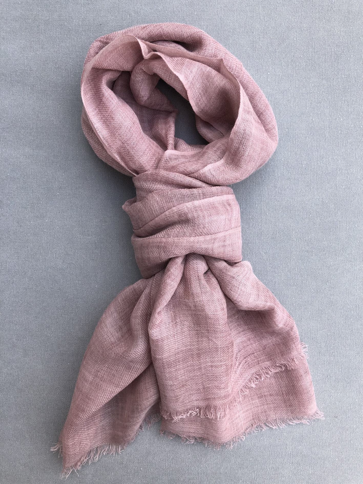 gammel-rosa-toerklaede-i-uld