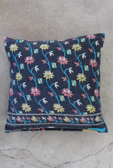 Moerkeblaa-blomstret-saripude-nr-060