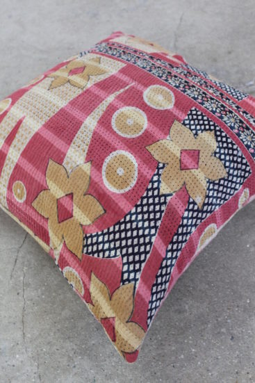 Kvadratisk-smuk-saripude-med-rosa-farver-nr-064-til-kr-399,-
