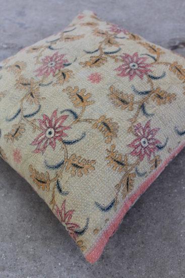 Smuk-saripude-med-blomsterprint-nr-065-til-kr-399,-
