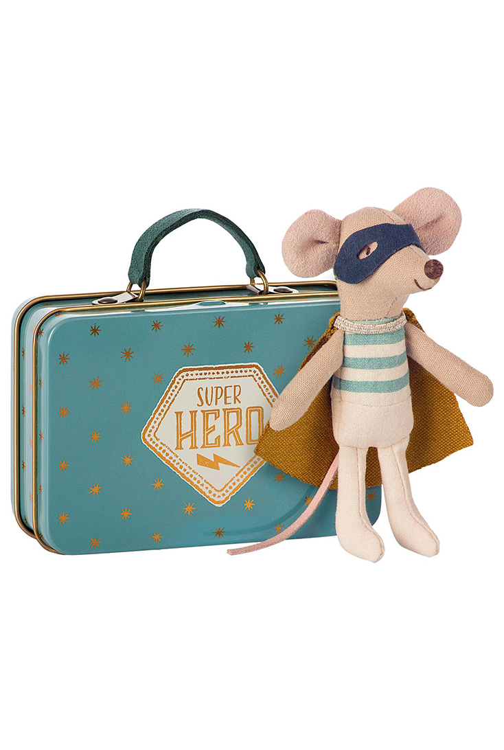 mus-superhelt-ved-kuffert