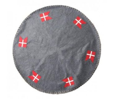 juletraestaeppe-med-flag