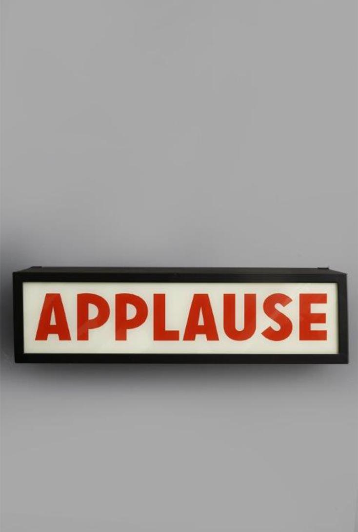 TJ0812AEU-applause-skilt