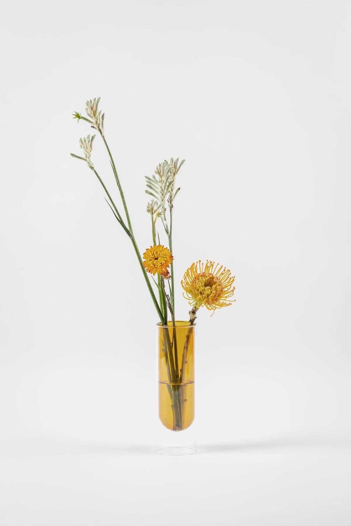 gul-glasvase-cylinder-flowertube-65200-studioabout