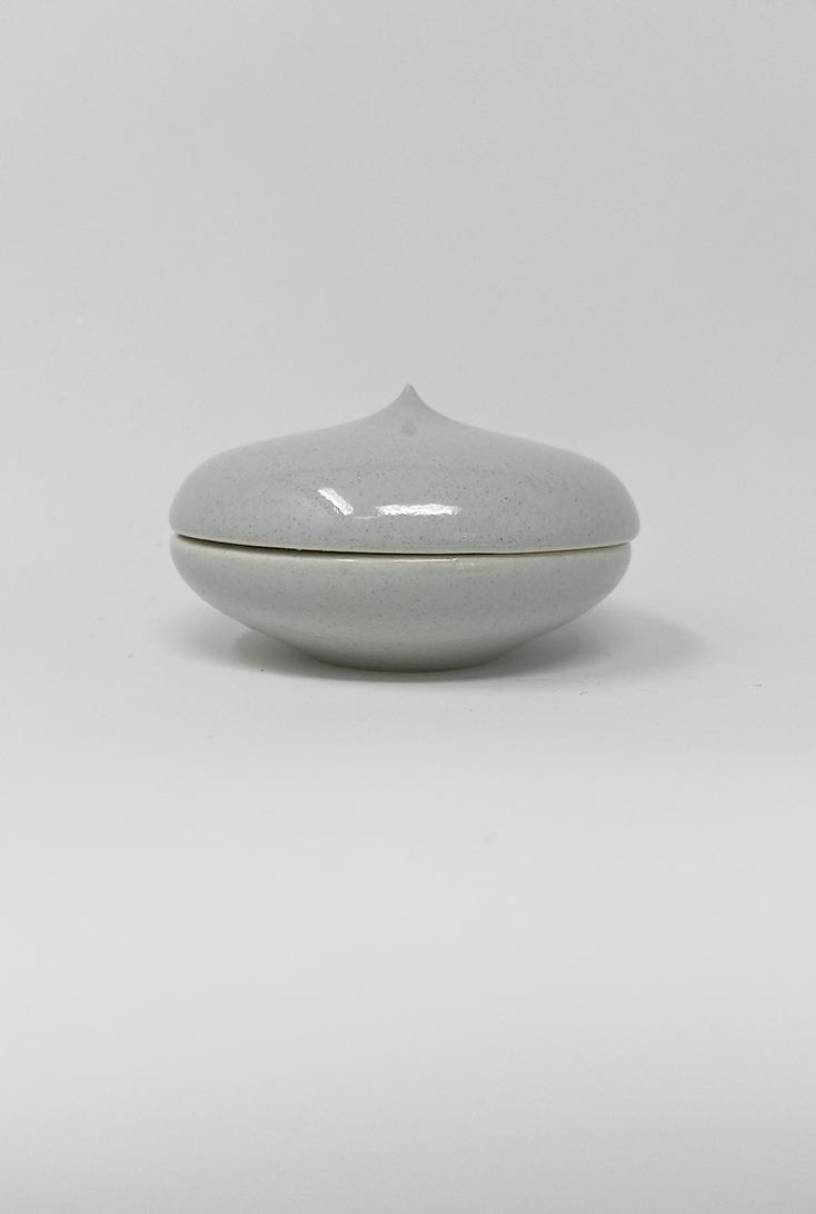 blank-graa-macaron