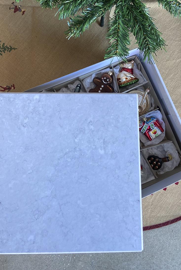 Julekugle-kasse-i-marmorlook